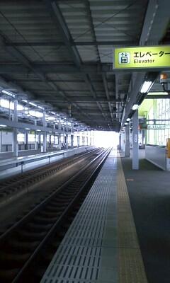 小松駅には、ひとが…